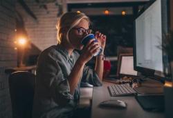 آیا آشامیدن قهوه بدون کافئین برای شما مناسبتر است؟ | مجله سلامت یاثار