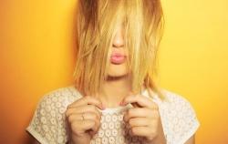 6 علت جالب برای تغییر بافت و رنگ مو | مجله سلامت یاثار