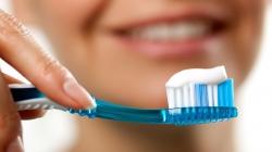 مناسبترین شیوه مسواک زدن - چگونه مسواک بزنیم؟ آیا نخ دندان سودمند است؟ | مجله سلامت یاثار