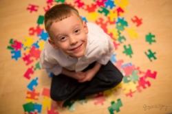 نشانه ها اوتیسم در بچه ها و بزرگسالان | مجله سلامت یاثار