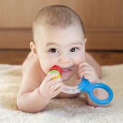 نشانه ها دندان درآوردن نوزاد + راه های کم شدن درد آن | مجله سلامت یاثار