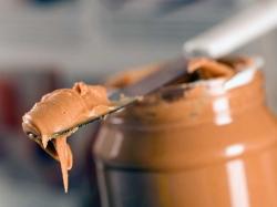 چاق شدن با کره بادام زمینی چگونه است؟ خصوصیات کره بادام زمینی | مجله سلامت یاثار