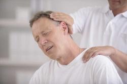 درد پشت سر علامت چیست؟ 3 دلیل و معالجه دردپشت گردن | مجله سلامت یاثار