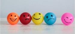 احساسات چه هستند و چگونه شکل میگیرند؟ فهرست احساسات اصلی انسان   مجله سلامت یاثار